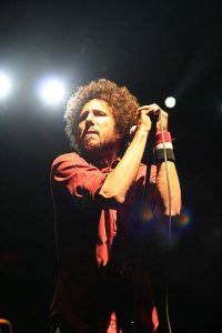 Zach_de_la_Rocha_at_2007_Coachella_Valley_Music_and_Arts_Festival-320px
