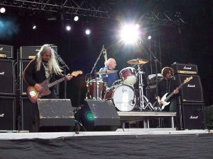 640px-Dinosaur_Jr._at_WTAI_in_Stockholm