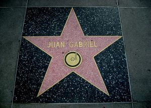 640px-Juan_Gabriel_Hollywood_Star