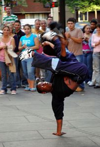 325px-breakdancer_-_faneuil_hall